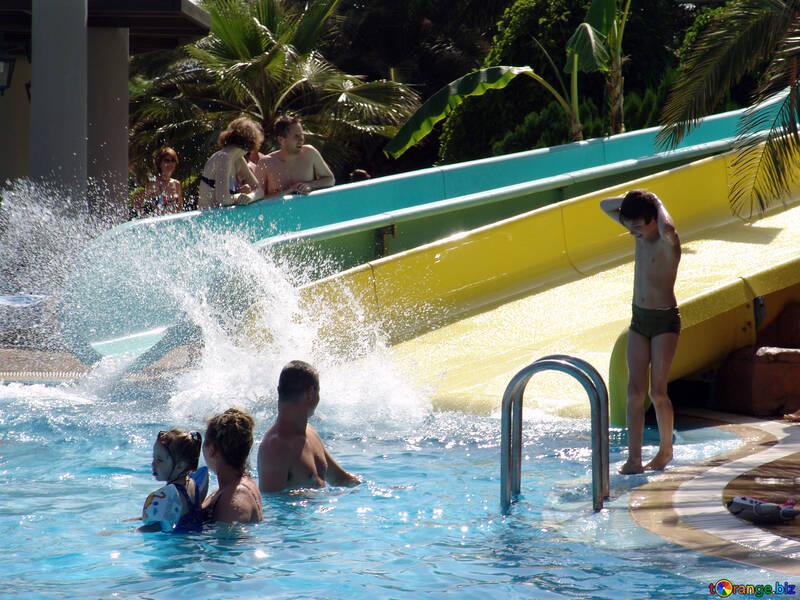 Spray  swimming  pool №8353