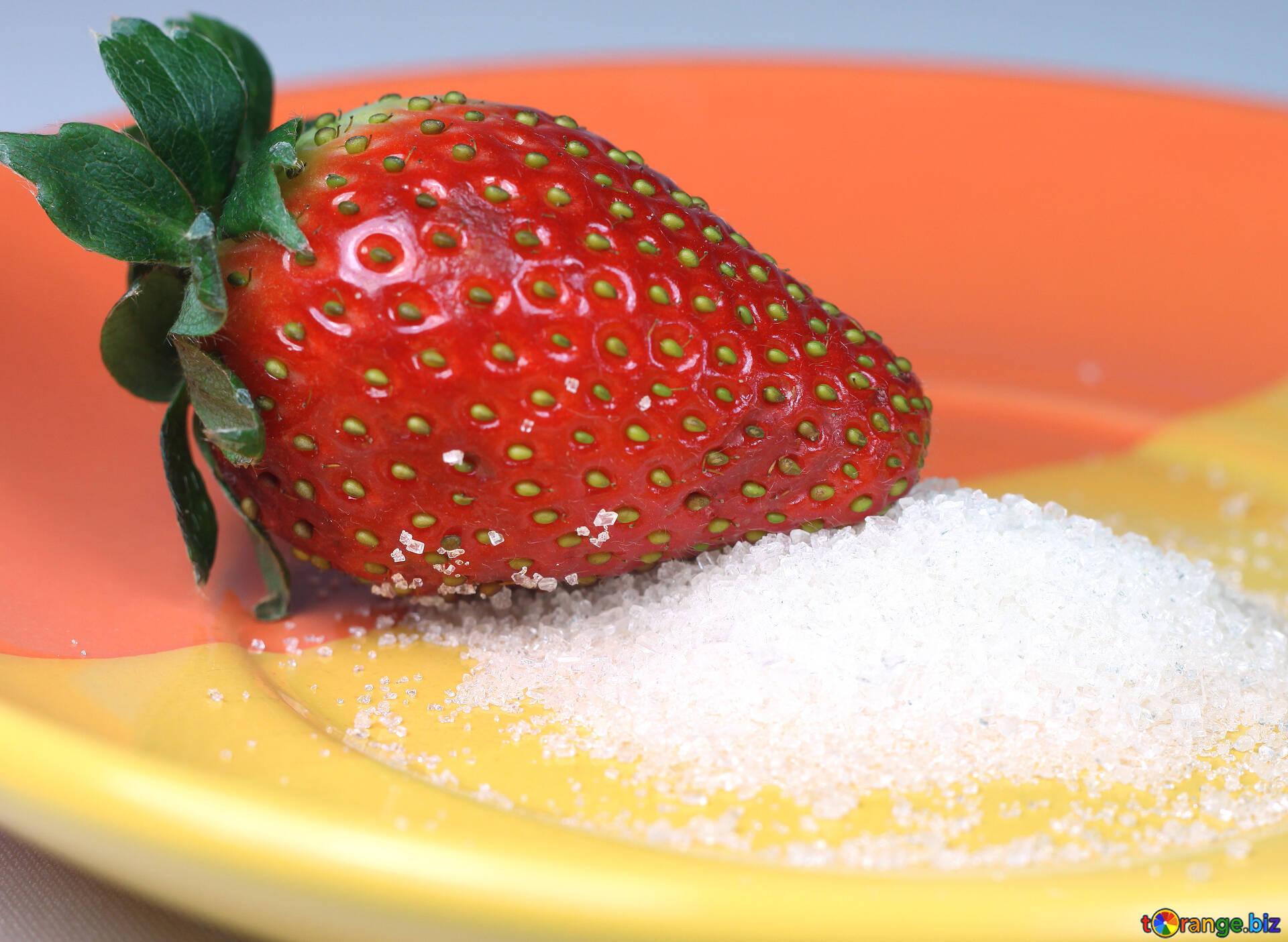 Картинка клубника с сахаром