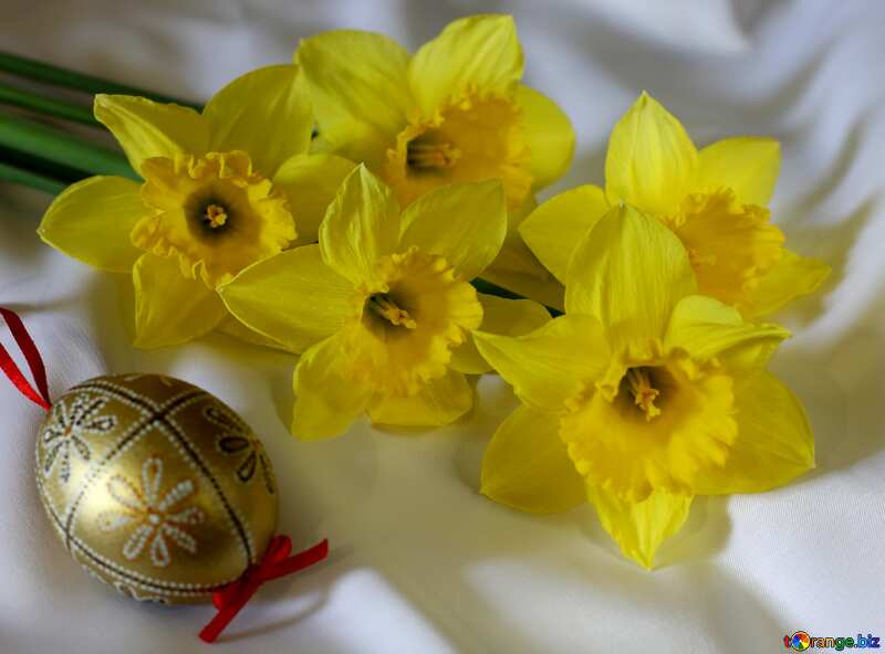 Easter bouquet of daffodils Happy Easter pink lettering №29985