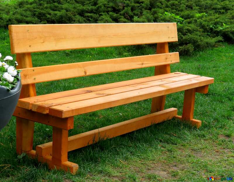 Bright colors. Wooden bench in the Park. №31327