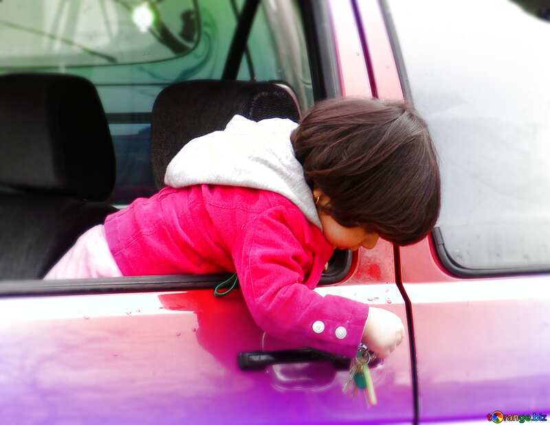 Child in the car played keys. №415