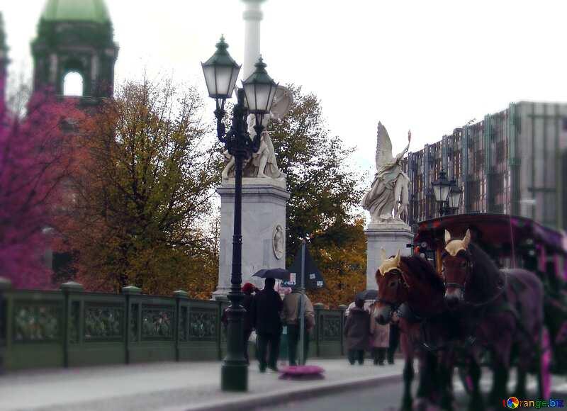 Berlin Sculpture blur frame №11537