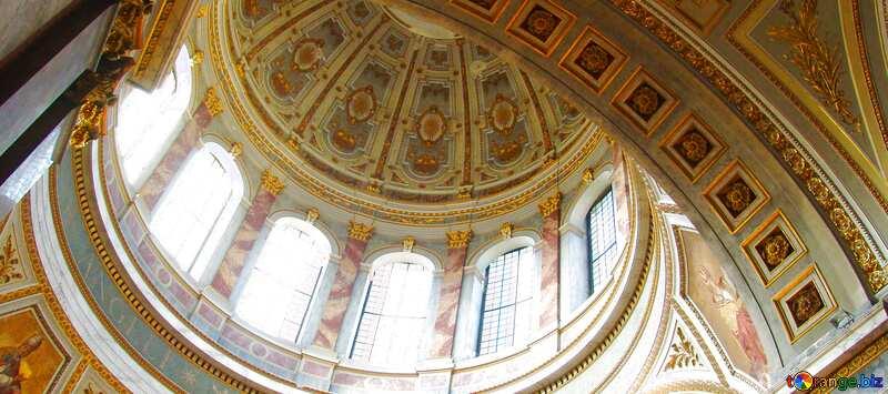 Обложка. Церковная роспись купола собора. №31843