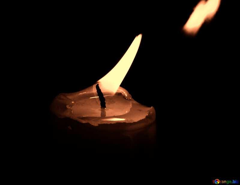 Abdeckung. Kerze im Fenster. №18138