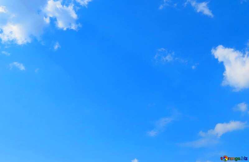 Abdeckung. Blauer Himmel über den grünen Wald und Feld. №27372
