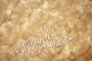Die Wirkung der Spiegel. Die Wirkung der Makro verwischt die oben und unten. Inschrift Fröhliche Ostern auf Englisch.