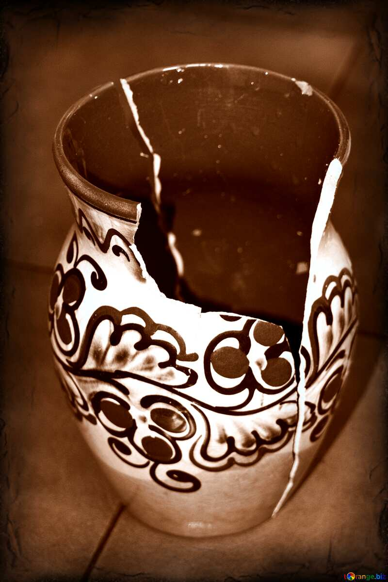 Broken  old Vase  №6047